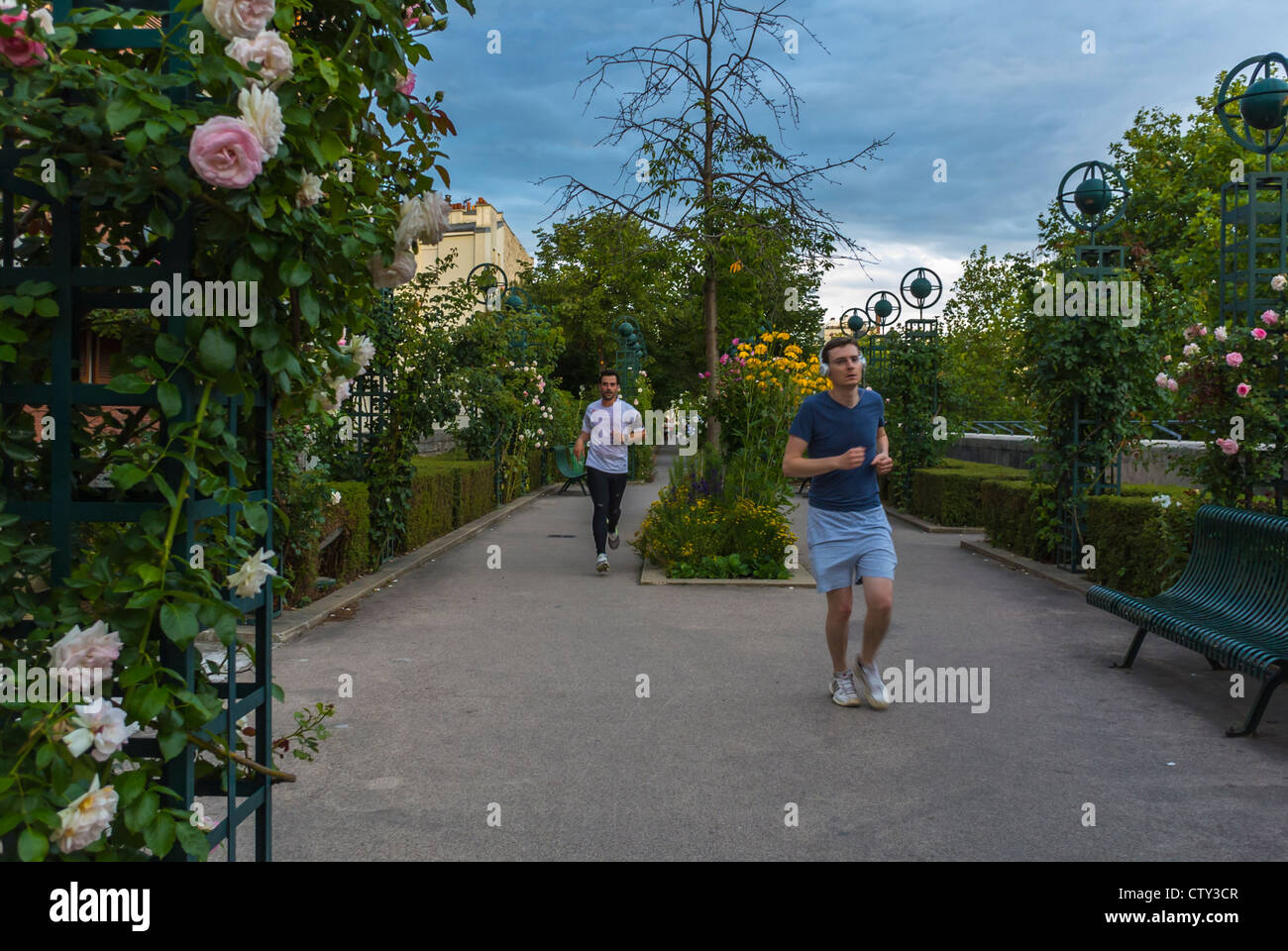 Paris, France, People Jogging on Pathway in 'Promenade Plantée' park, adult extracurricular activities - Stock Image