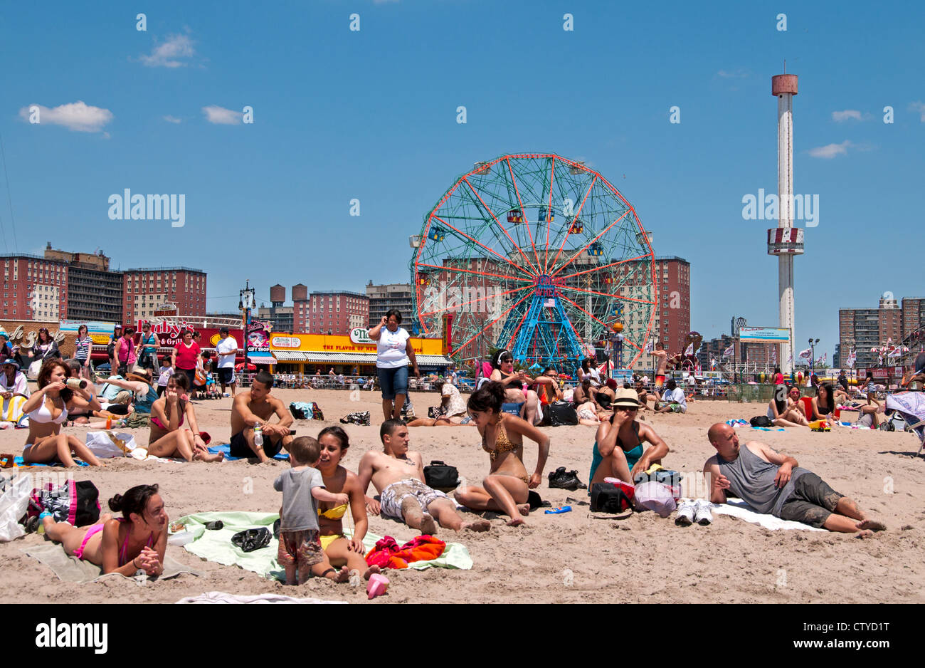 Deno's Wonder Wheel Amusement park Coney Island Luna Beach Boardwalk Brooklyn New York - Stock Image
