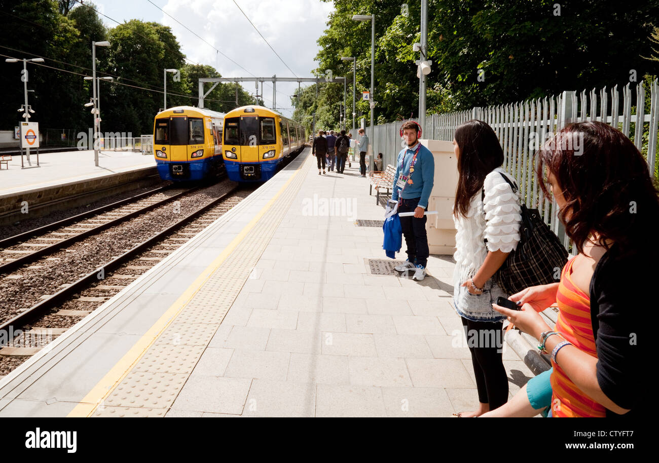 Passengers waiting for a train at the platform, Canonbury station, London Overground, London UK - Stock Image