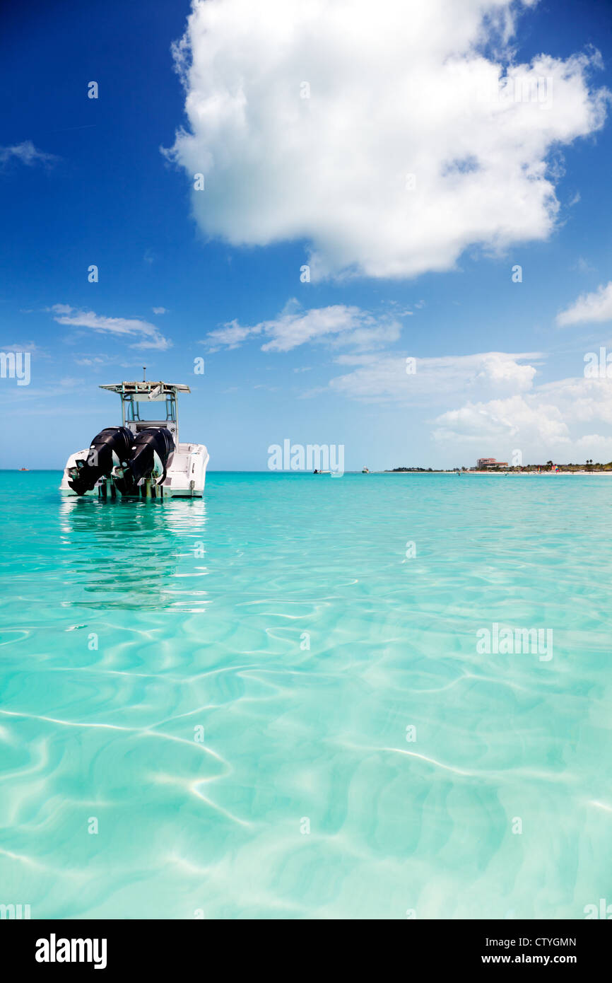 Speedboat anchored in the calm shallows of Grace Bay, Turks & Caicos - Stock Image