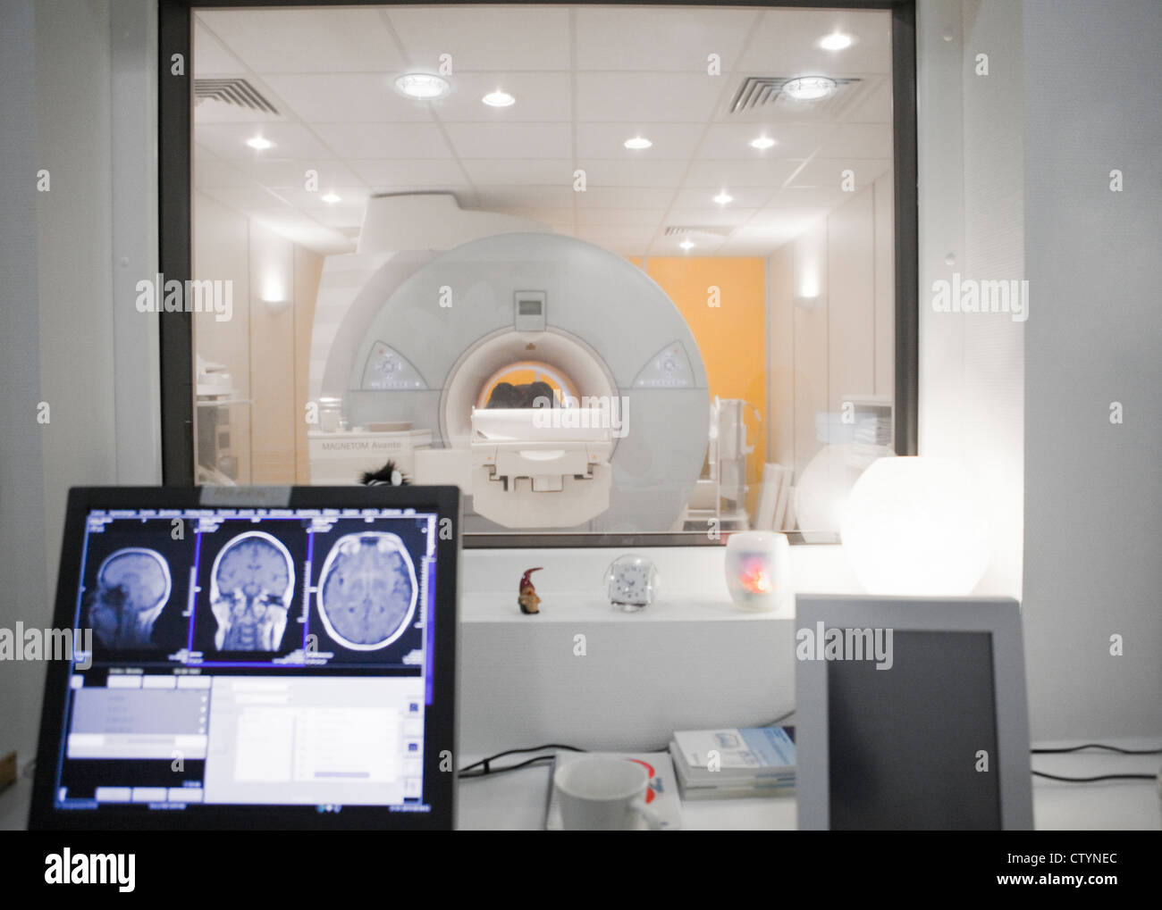 MRI scan- control room - Stock Image