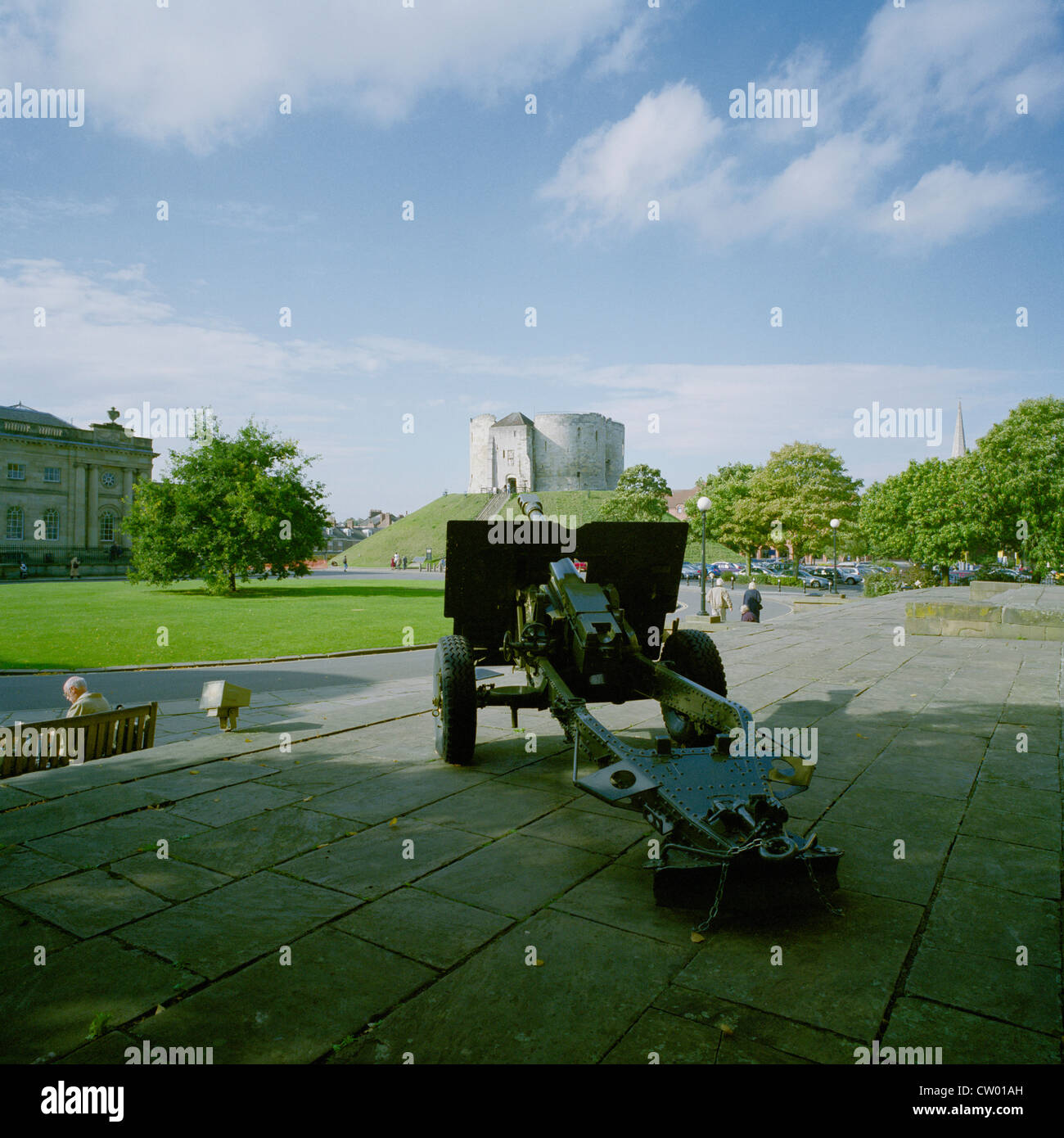 Field gun outside Castle Museum and Cliffords Tower York - Stock Image