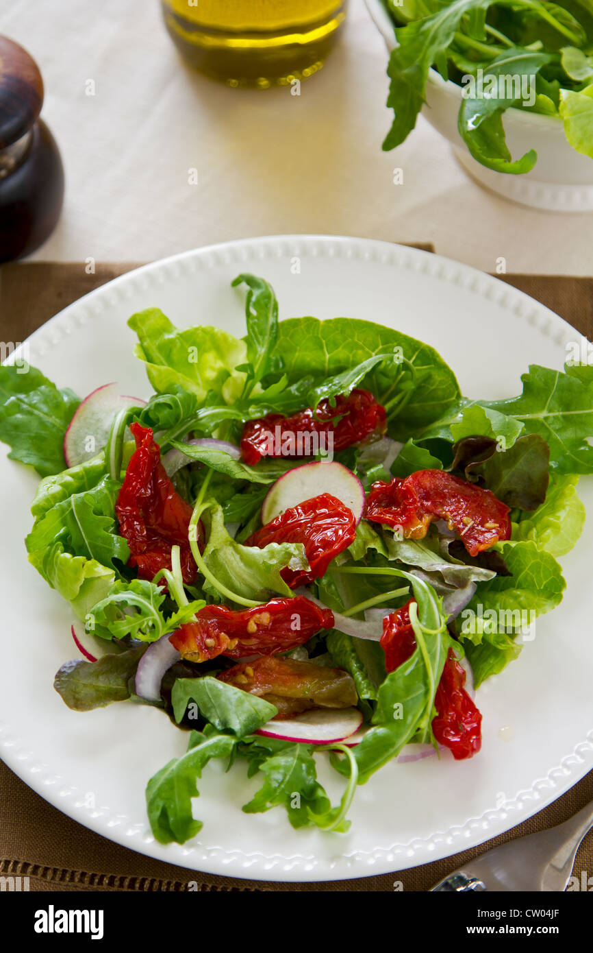 Rocket with sun-dried tomato salad - Stock Image