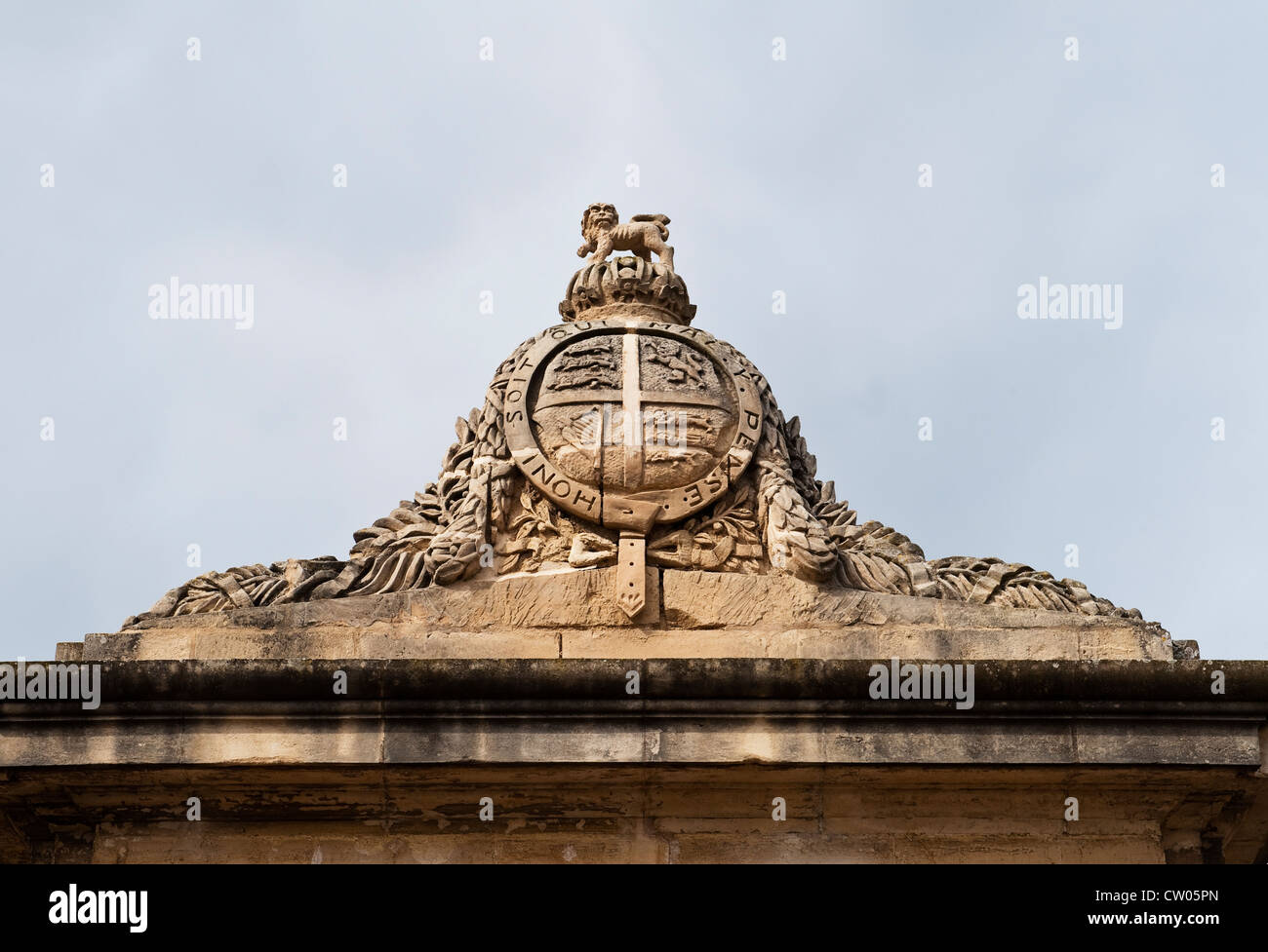 Floriana, Valletta, Malta. The royal crest at the entrance to the Maglio Gardens (the Mall Gardens) - Stock Image