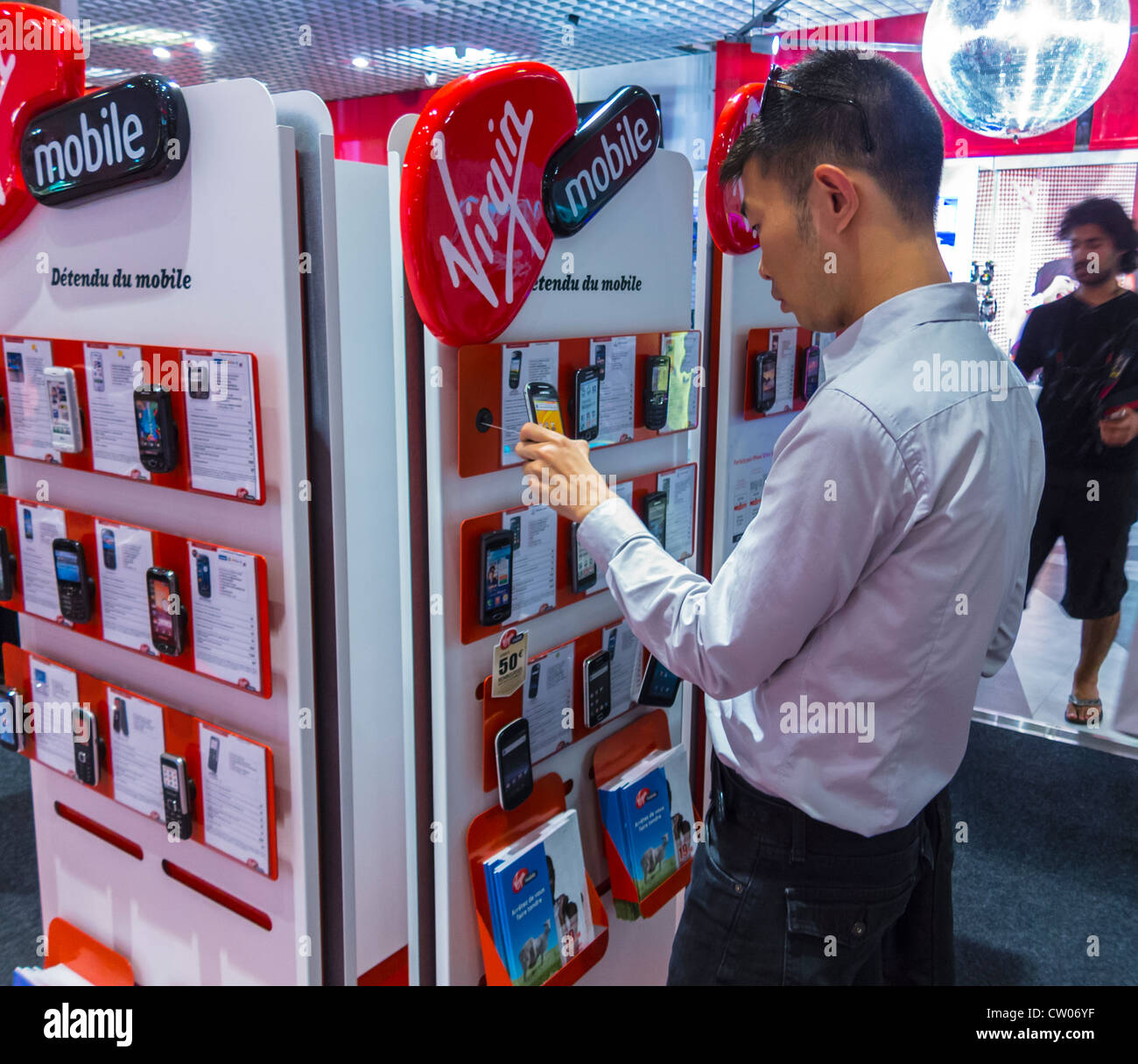 Paris, France, over shoulder, Chinese Man Shopping in VIrgin Cellphone Store (Virgin Megastore now CLosed) - Stock Image