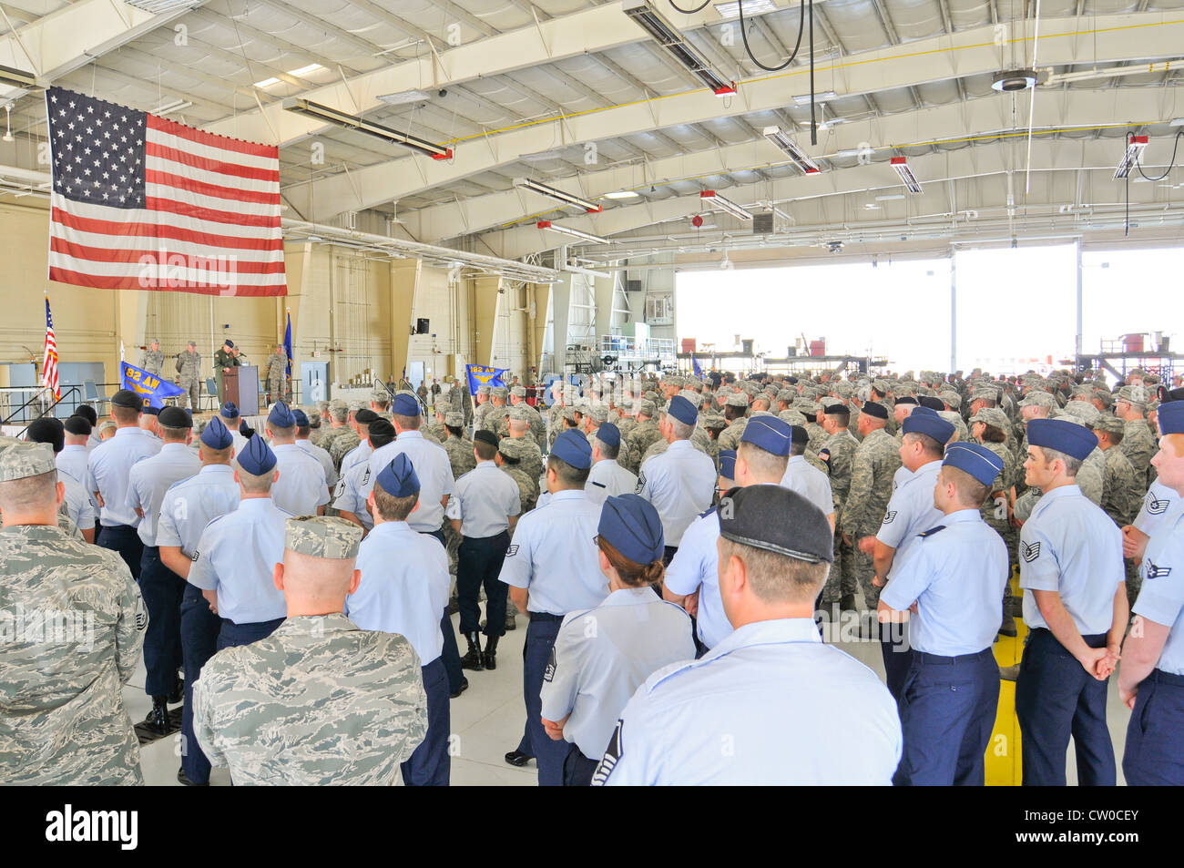 Colonel William Robertson addresses the wing at a Commanders Call ceremony at the 182d Airlift Wing, Peoria, Illlinois - Stock Image