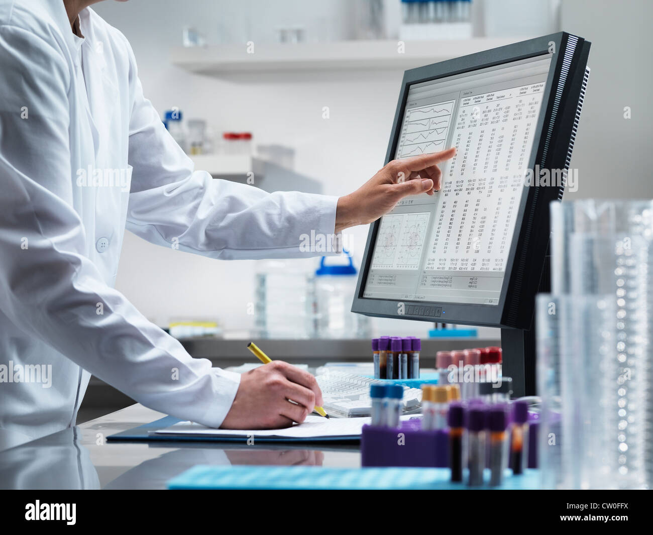 Scientist using computer in lab - Stock Image