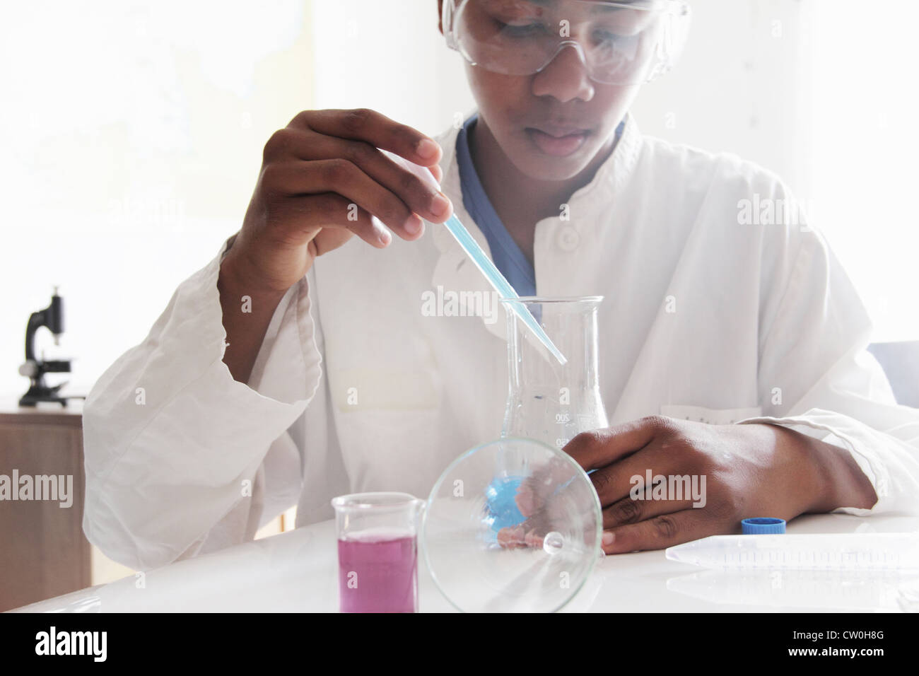 Student working in science lab - Stock Image