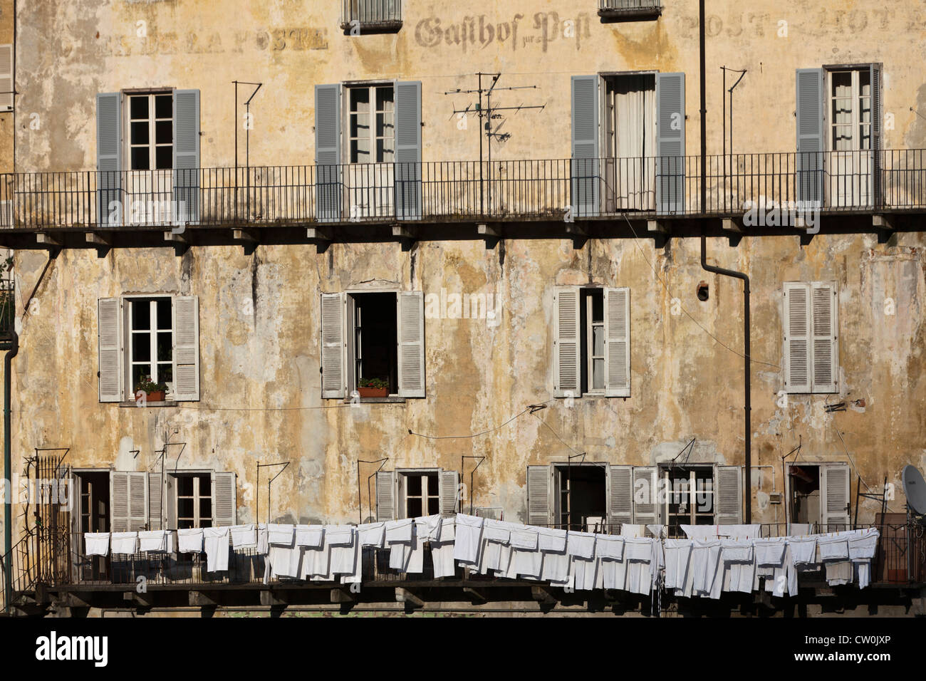 Close up of washing line on old building - Stock Image