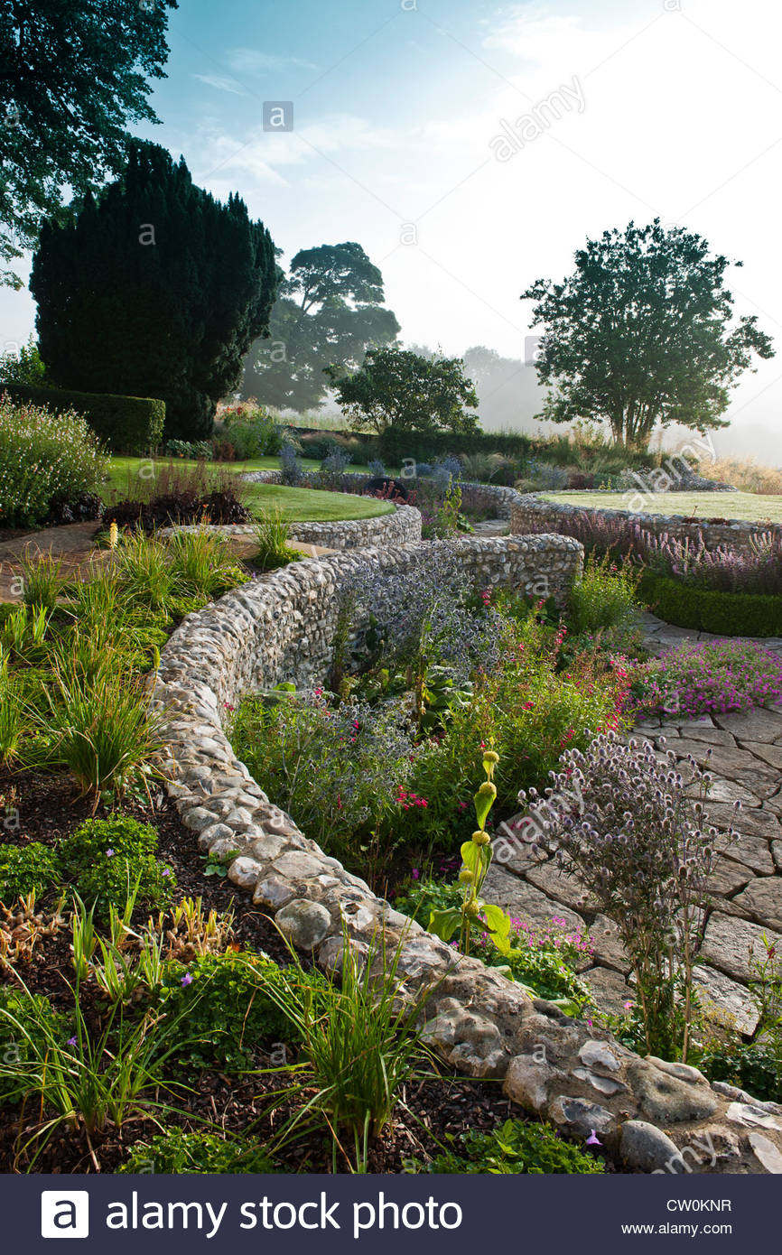 contemporary sunken garden stone walls retaining designer design Julie Toll curved circular sinuous patio summer - Stock Image