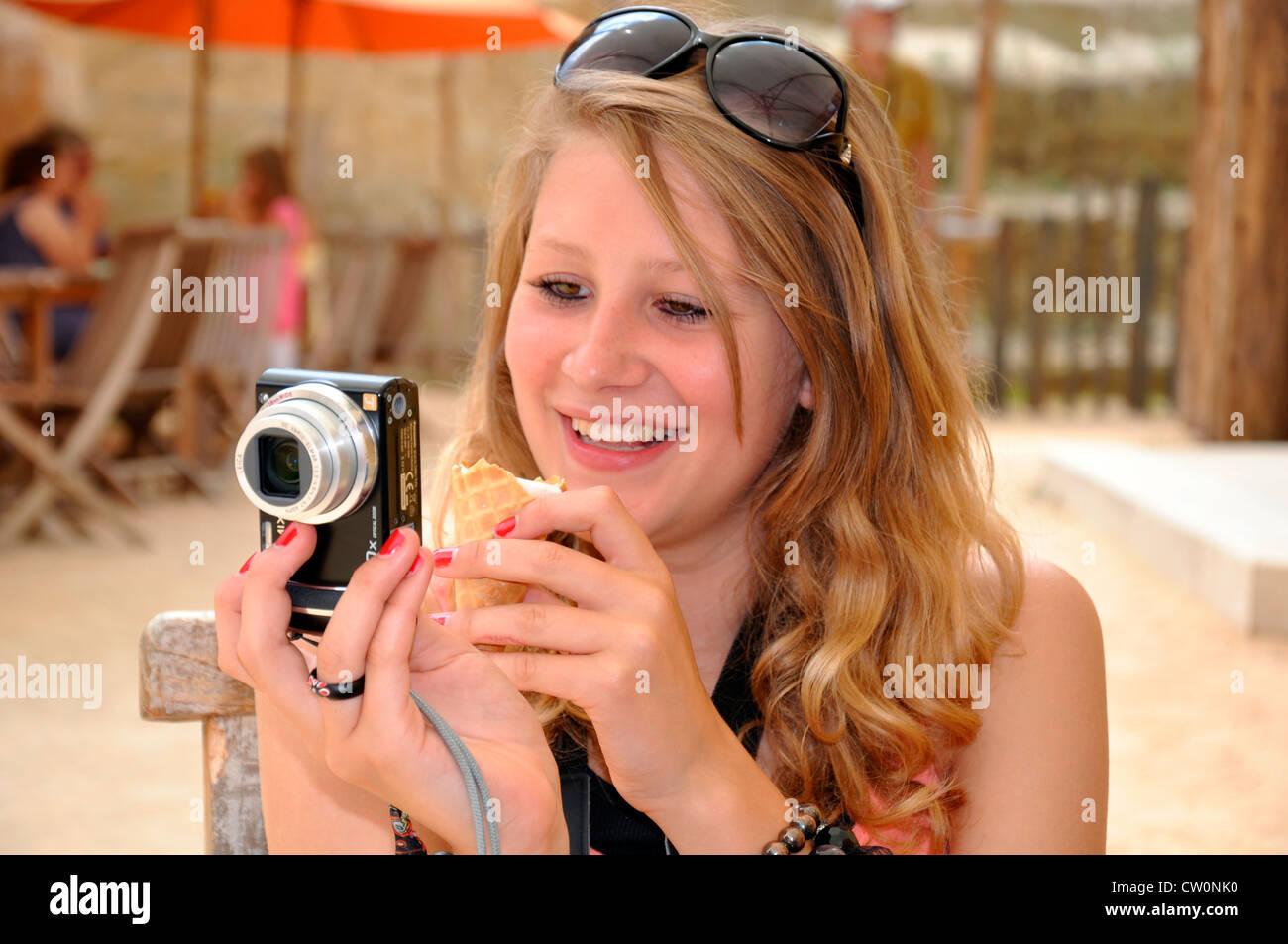 722a7558cf03 Pretty teenage girl