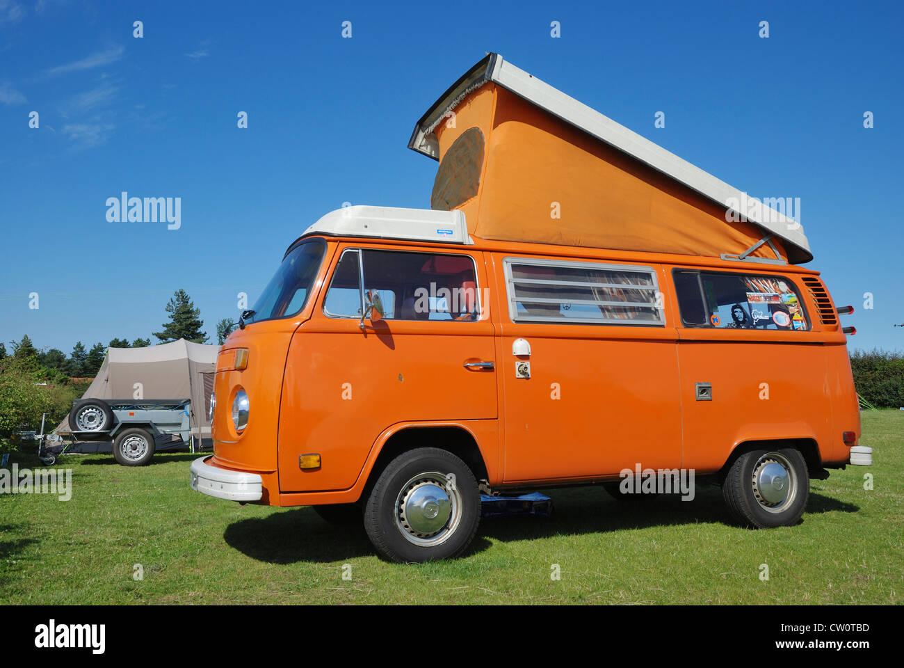 A VW Westfalia 'Early Bay' camper van. - Stock Image