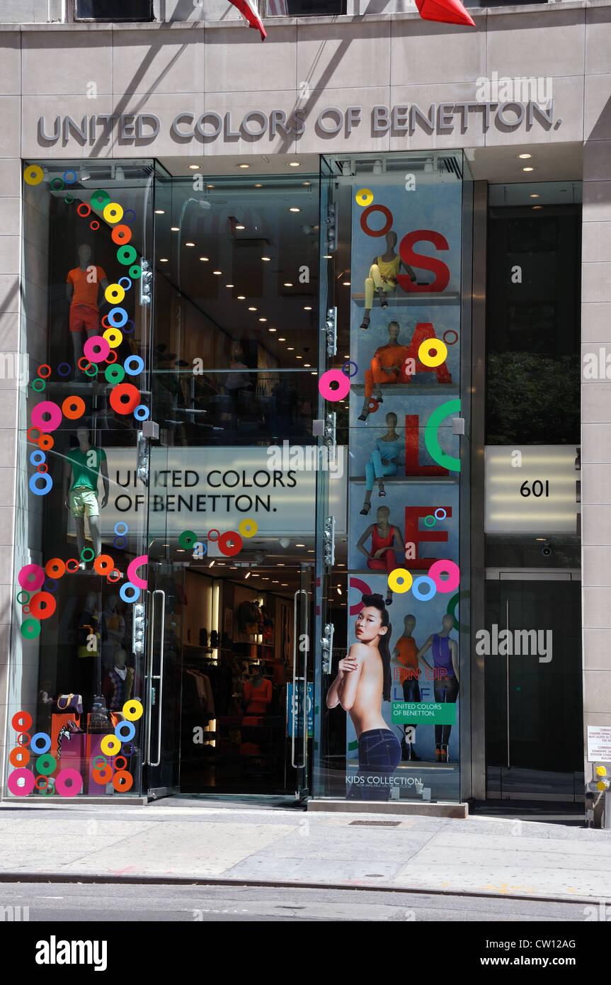 Shop window united colors benetton stock photos shop for United colors of benetton online shop outlet