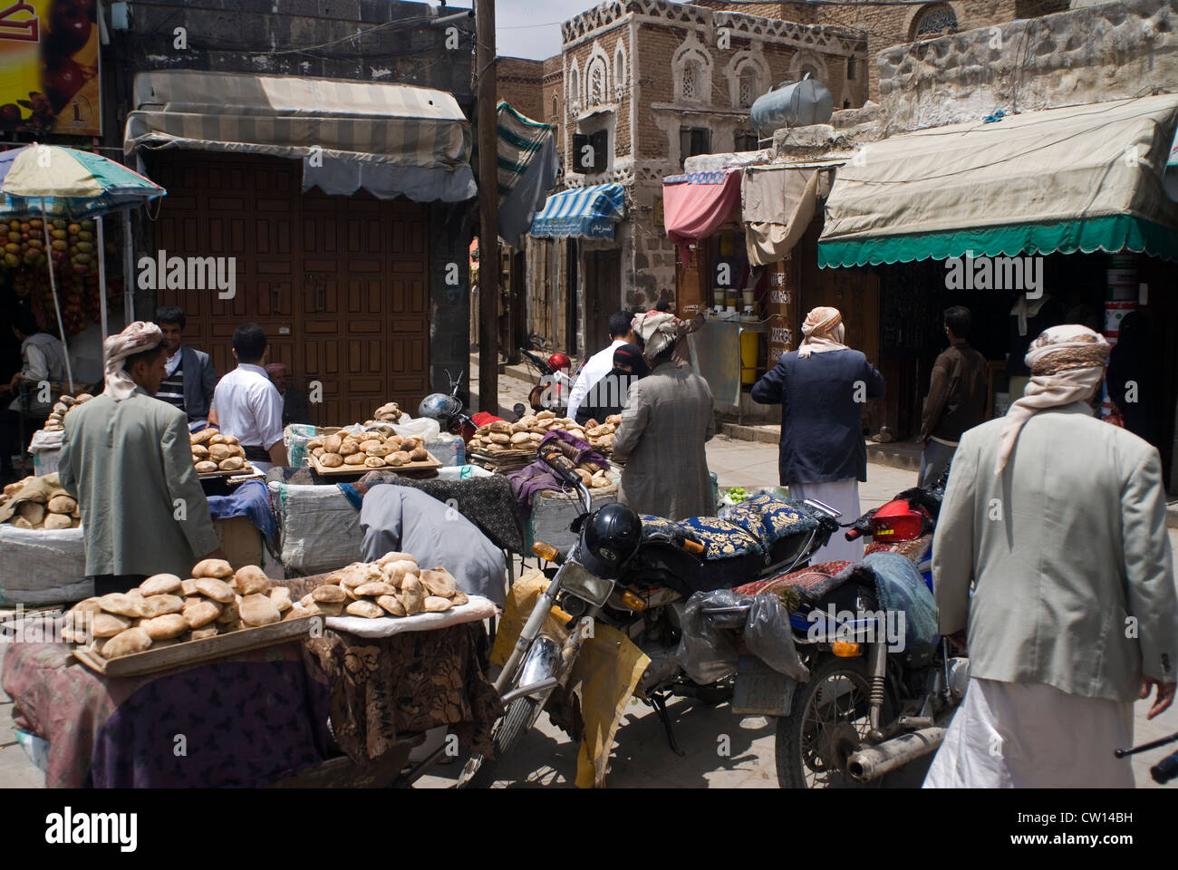 Food stall in the souk of Sana'a, a UNESCO World Heritage Site, Yemen, Western Asia, Arabian Peninsula. - Stock Image