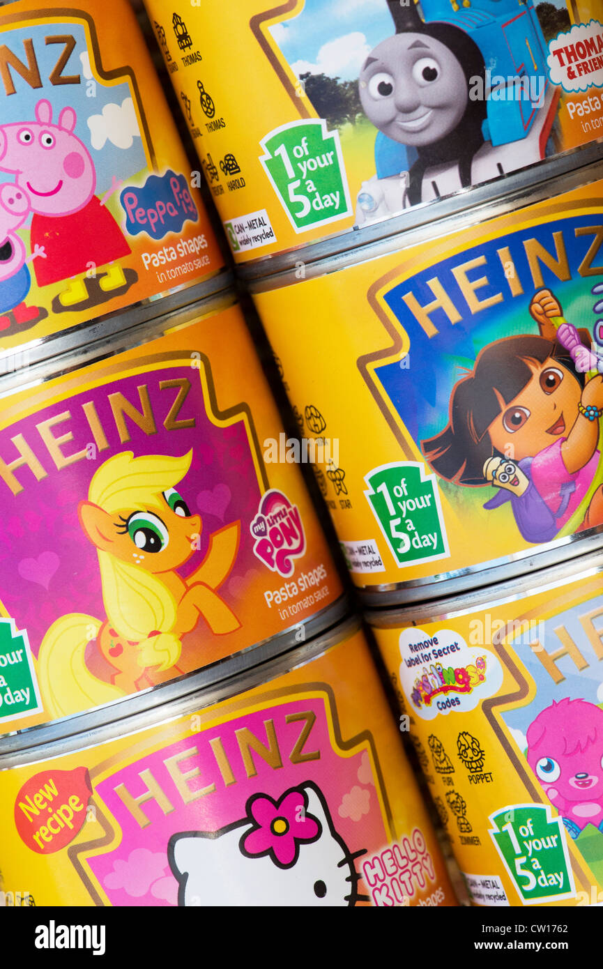 1 of your 5 a day label on tins of Heinz Pasta Shapes for children - Stock Image