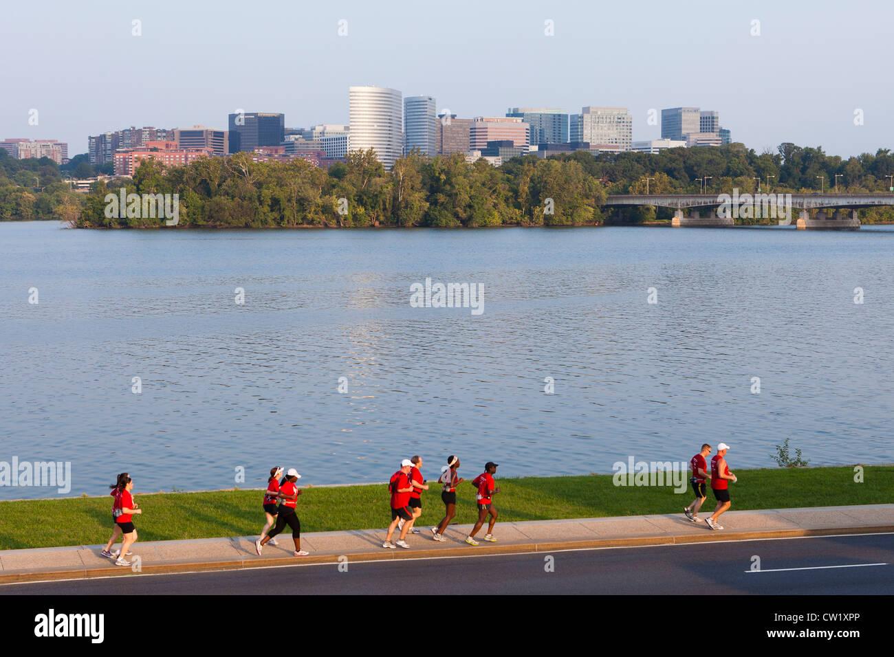 Joggers on riverside trail - Washington, DC USA - Stock Image