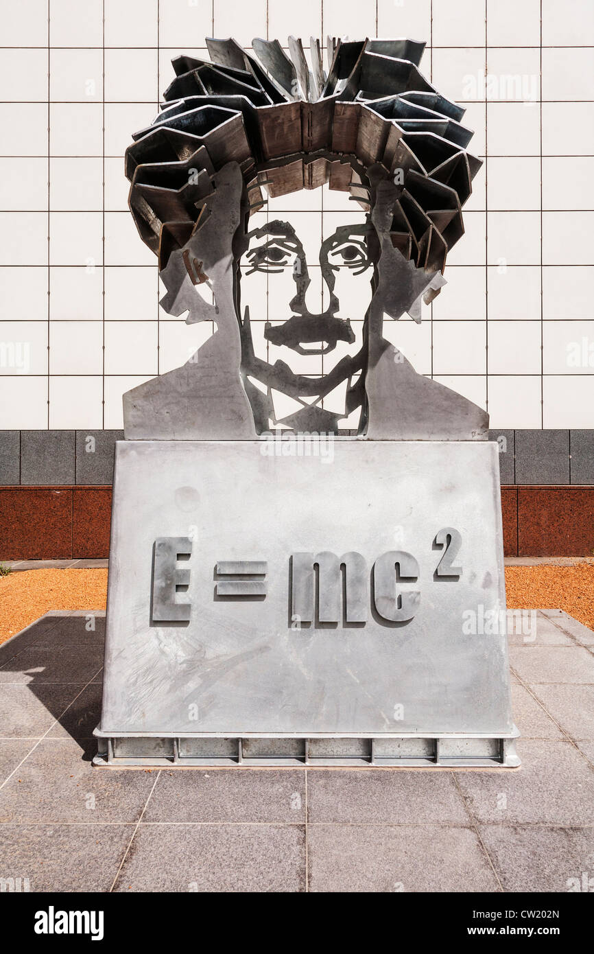 Sculpture of Albert Einstein at Questacon, the National Science and Technology Centre, Canberra, Australia. - Stock Image
