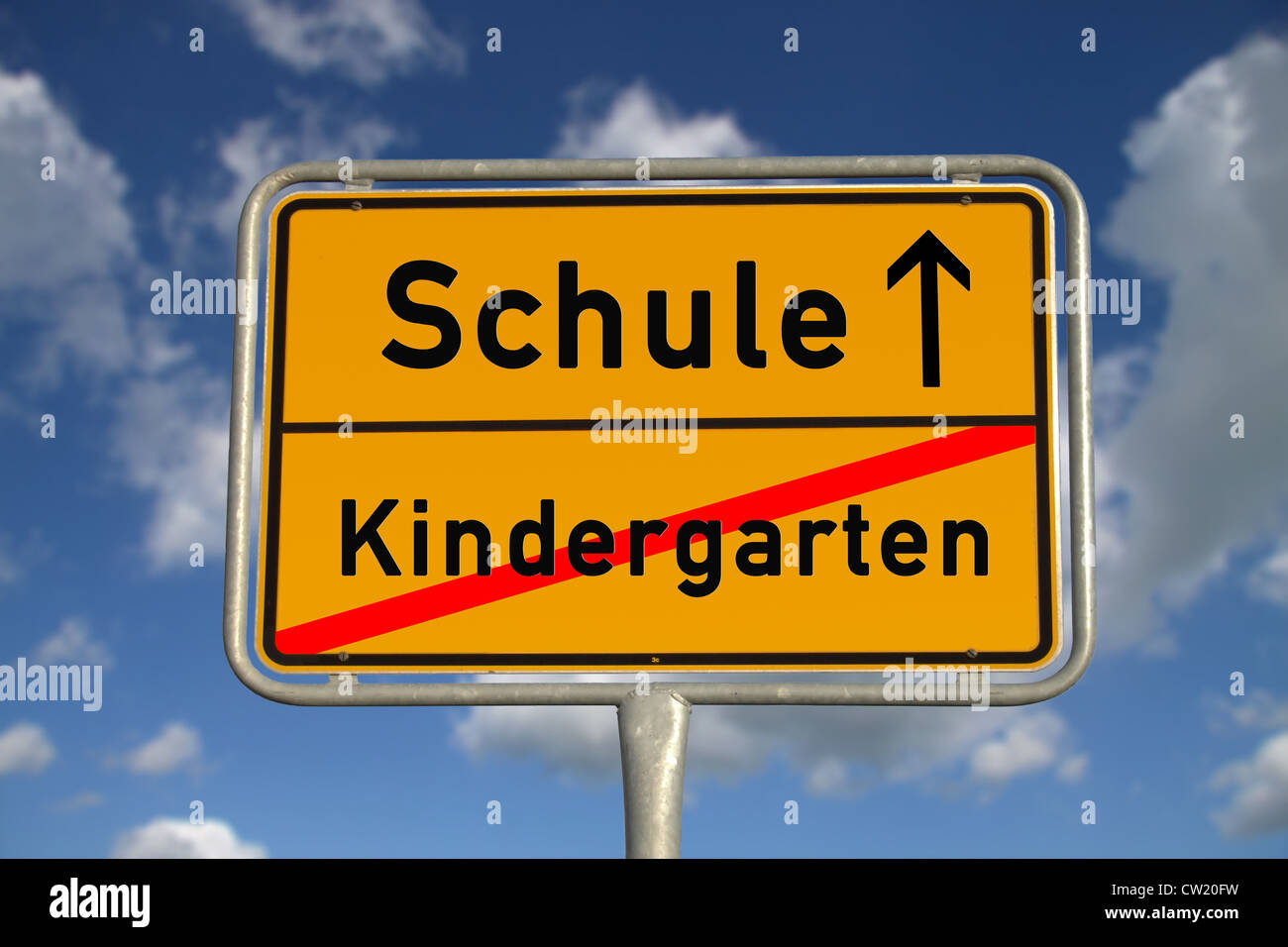 German road sign kindergarten and school with blue sky and white clouds - Stock Image