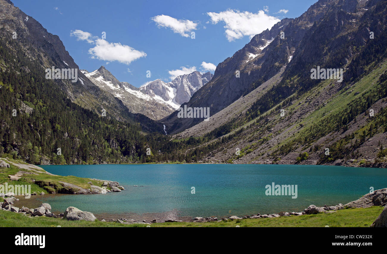 The beautiful Lac de Gaube in the French Pyrénées - Stock Image