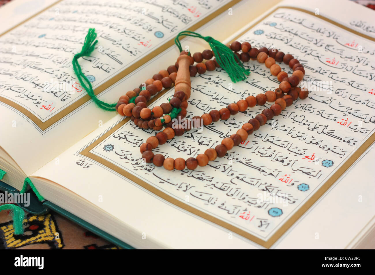 Holy Quran with wooden rosary - Stock Image
