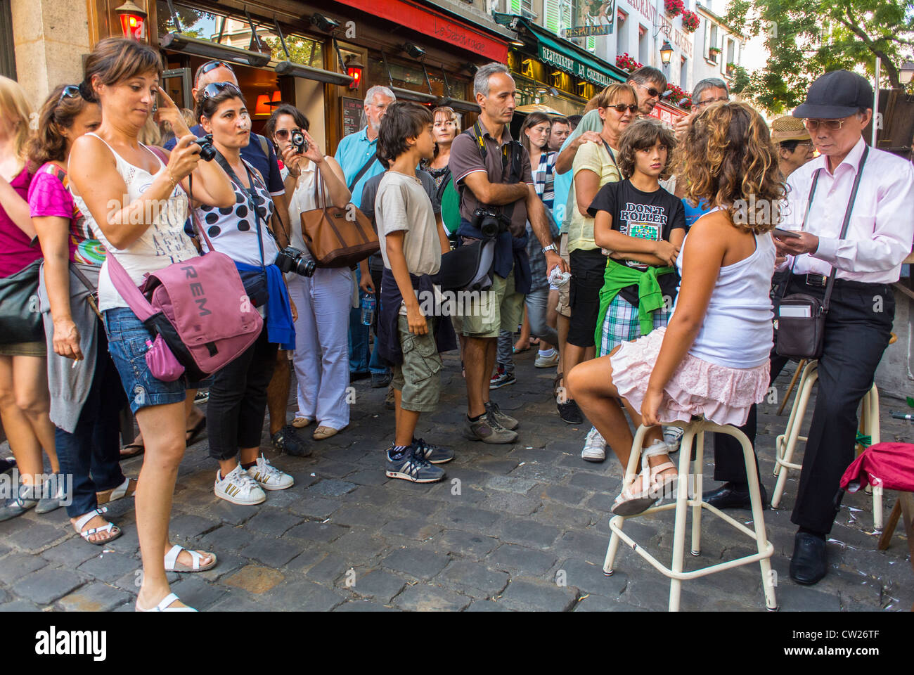 Paris, France, Tourists Visiting Montmartre Area, Street Scenes, Tourist Girl getting Silhouette portrait done by - Stock Image