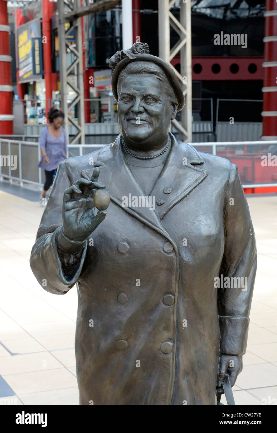 The statue of ' Bessie Braddock '  a famous liverpool politician - Stock Image