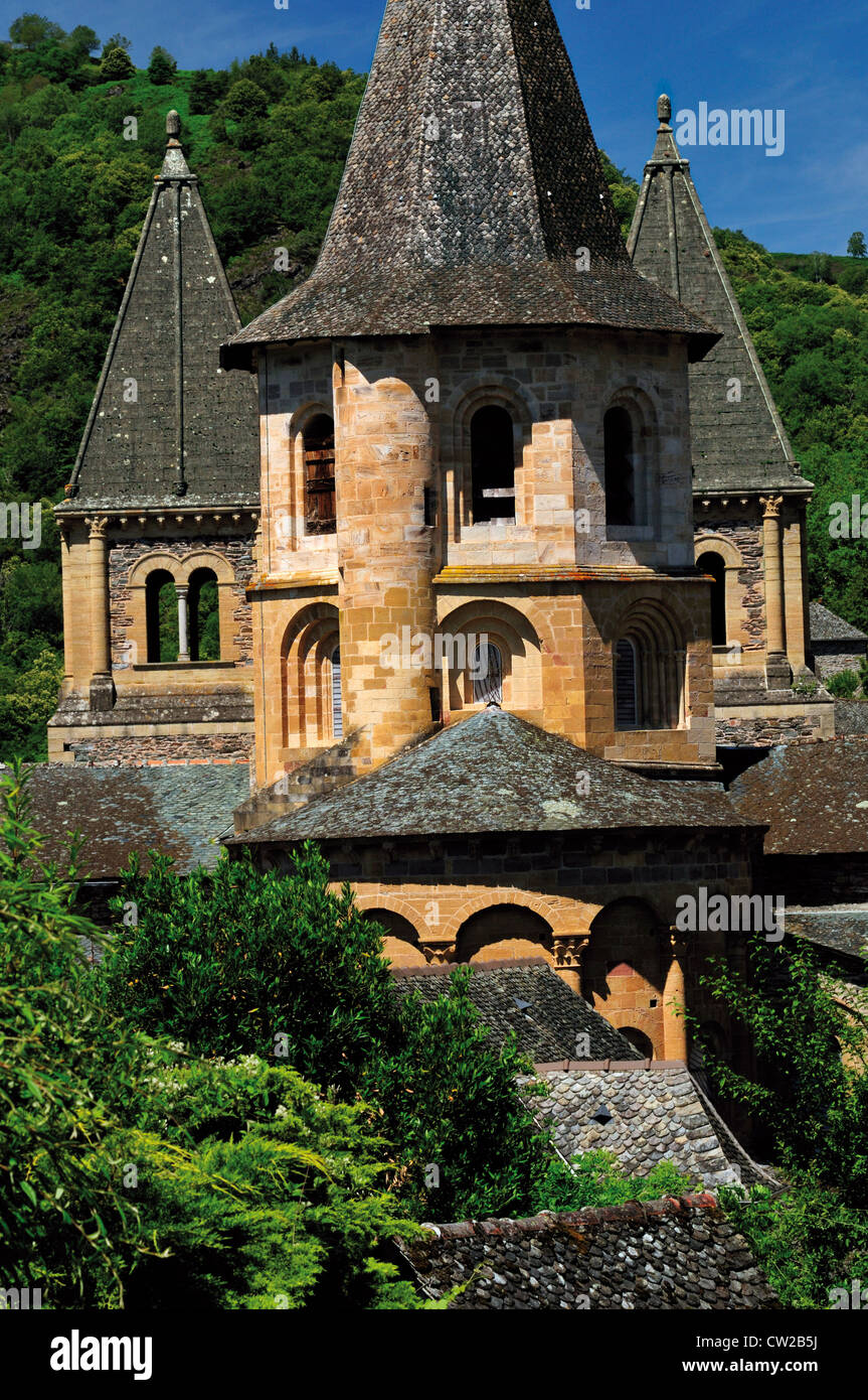 France: Backside view of the Abbey St. Foy in Conques - Stock Image