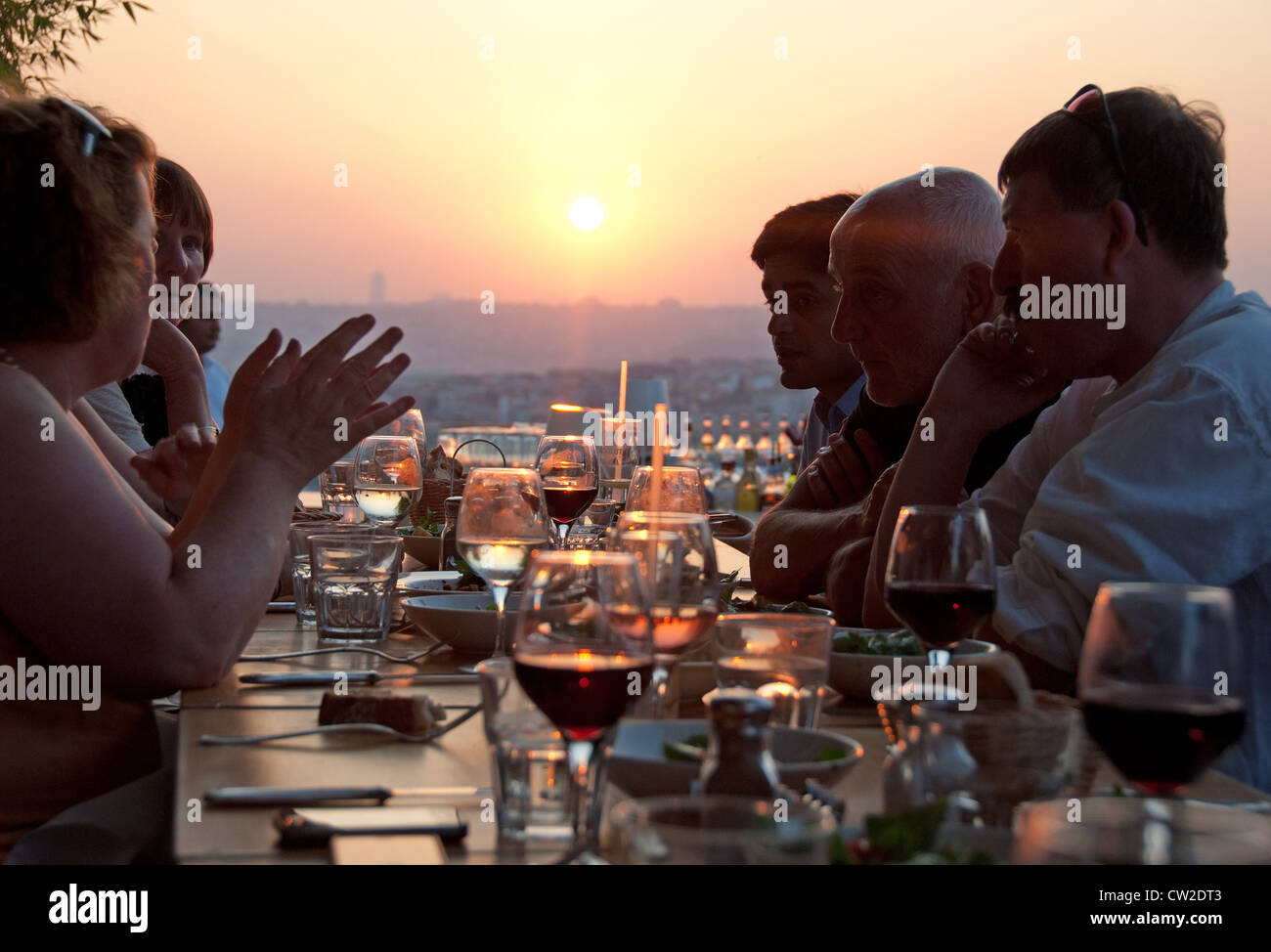 ISTANBUL, TURKEY. Sunset dining at Nu Teras rooftop bar and restaurant in the Beyoglu district of the city. 2012. - Stock Image