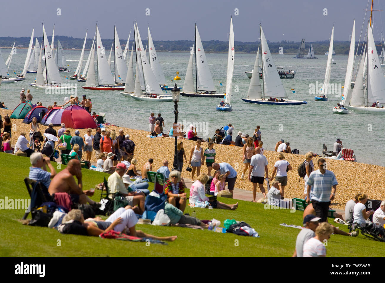 The Green, Spectators, Yacht Racing, Cowes Week, Cowes, Isle of Wight, England, UK, - Stock Image