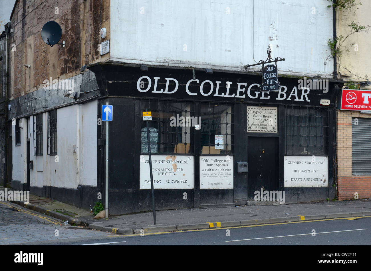The Old College Bar (est. 1810) in Glasgow's High Street on the edge of the Merchant City area. - Stock Image