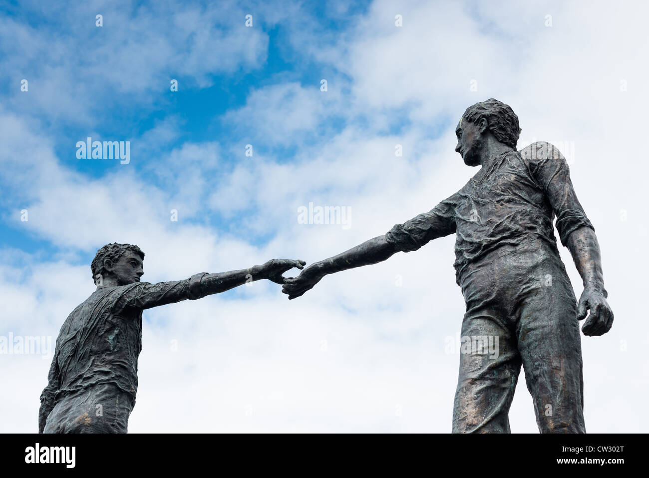 Hands Across The Divide sculpture, Derry, Northern Ireland. - Stock Image