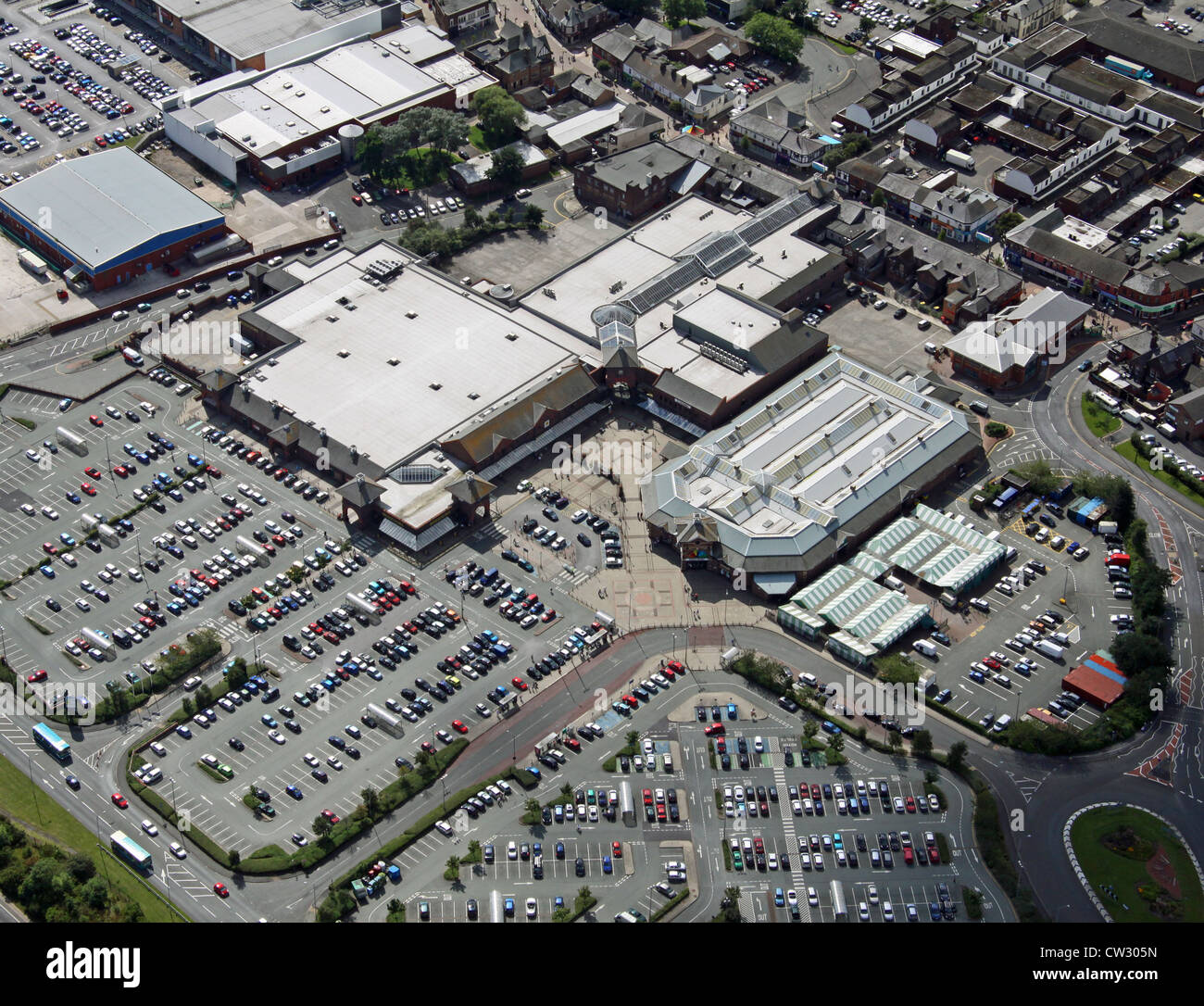 aerial view of a retail park in Widnes - Stock Image