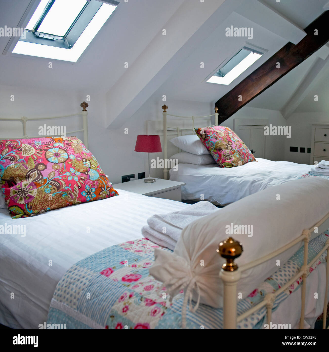 Twin Bedroom With Two Single Beds Stock Photo Alamy