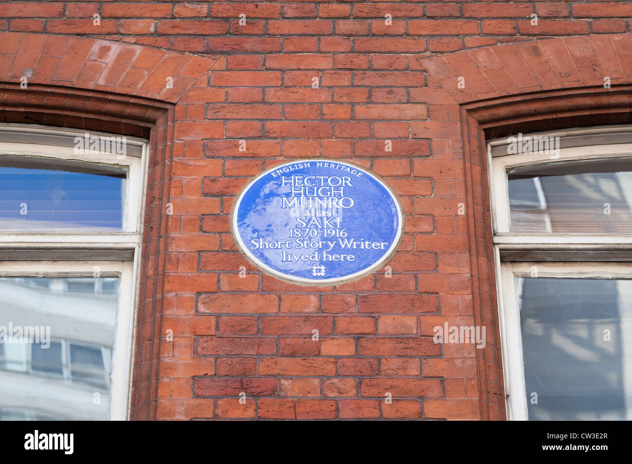 Blue plaque marking the home of Hector Hugh Munro, London, England - Stock Image