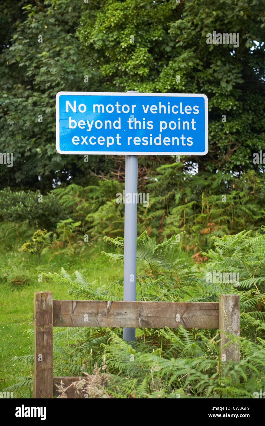 No motor vehicles beyond this point except residents sign at Arne, Dorset in July - Stock Image