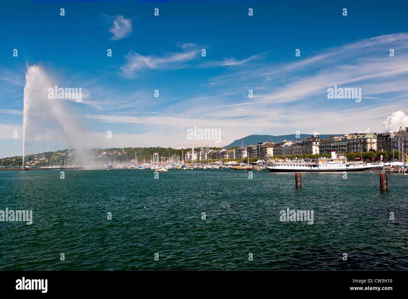 Panoramic view over Lake Geneva and Jet d'Eau water fountain, Geneva, Switzerland - Stock Image