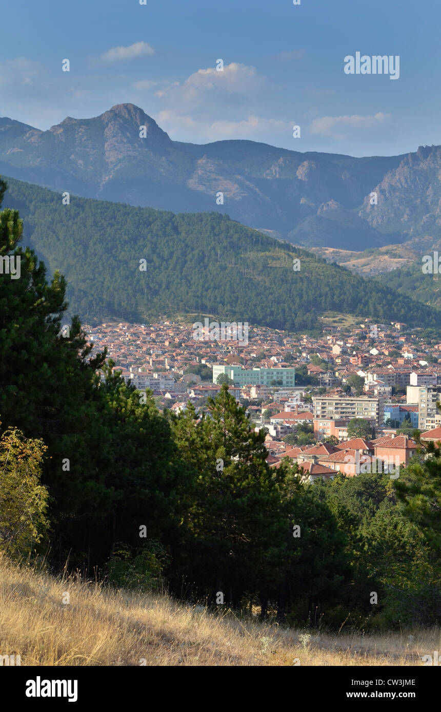 View of the city of Sliven and the Karandila (blue stone) mountains, located in the nature park Sinite kamuni, Bulgaria. - Stock Image