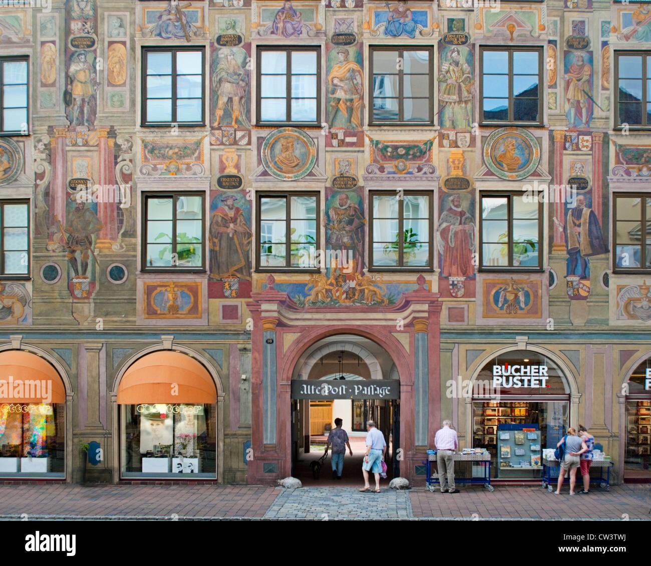 DE - BAVARIA: 'Alte Post' (Postoffice) in the Altstadt of Landshut - Stock Image