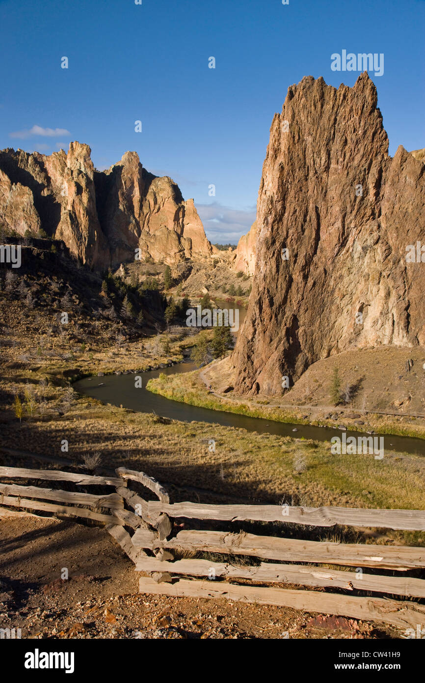 Fence at the riverside, Crooked River, Smith Rock State Park, Oregon, USA Stock Photo