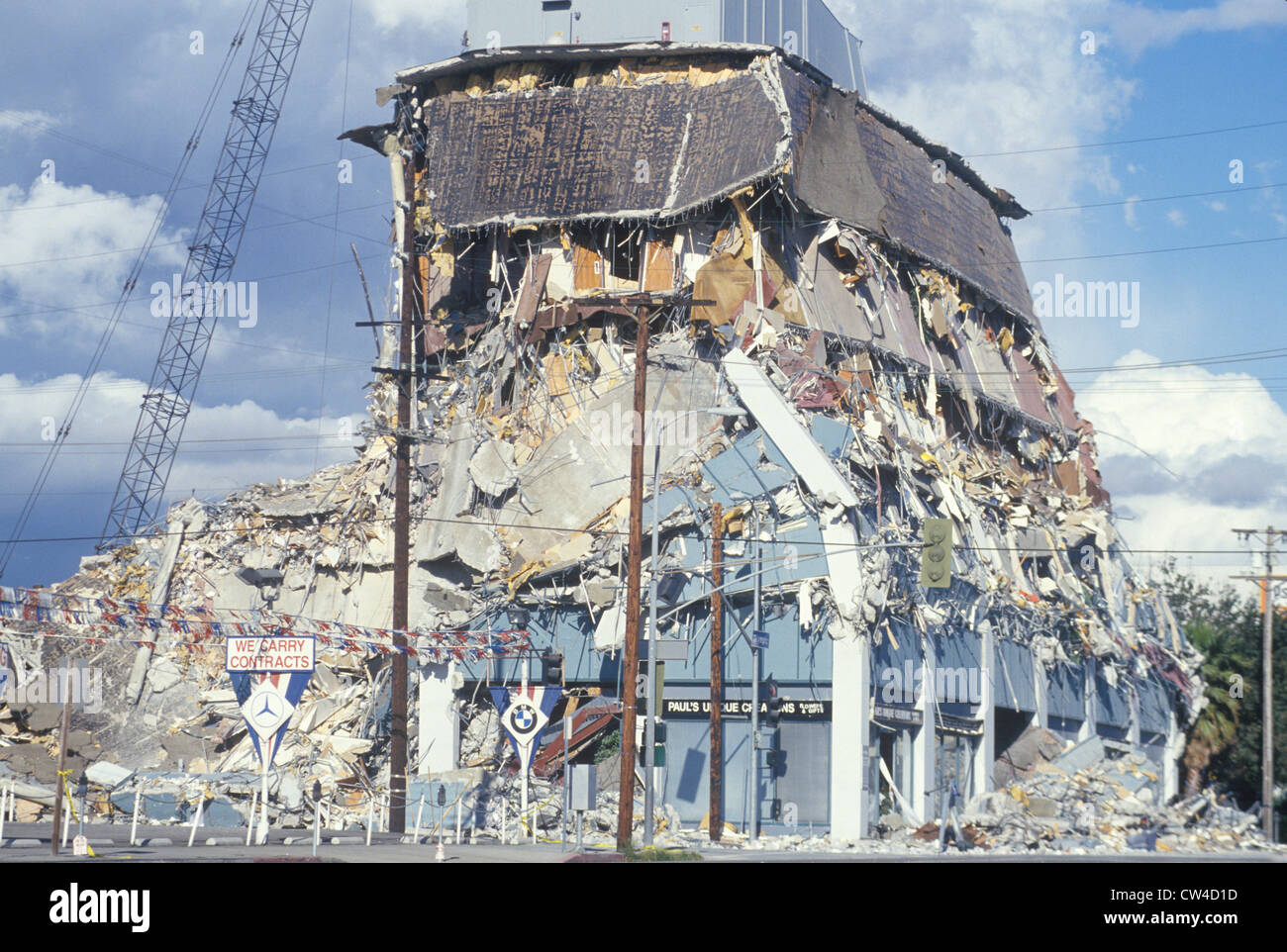 A demolished building at Olympic Blvd after the Northridge earthquake in 1994 - Stock Image