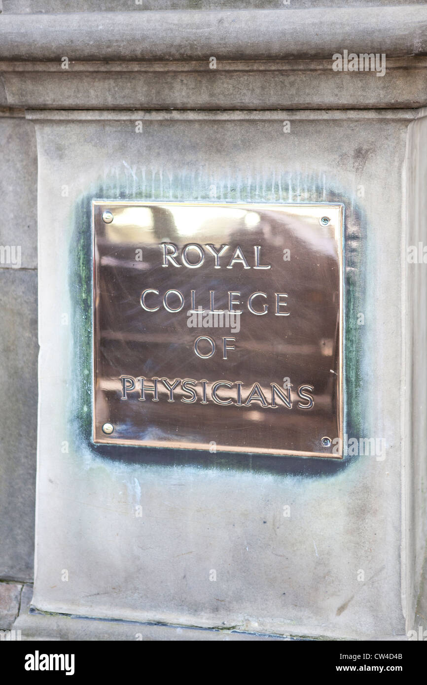 The polished brass plaque of the Royal College of Physicians on Queen Street in Edinburgh, Scotland - Stock Image