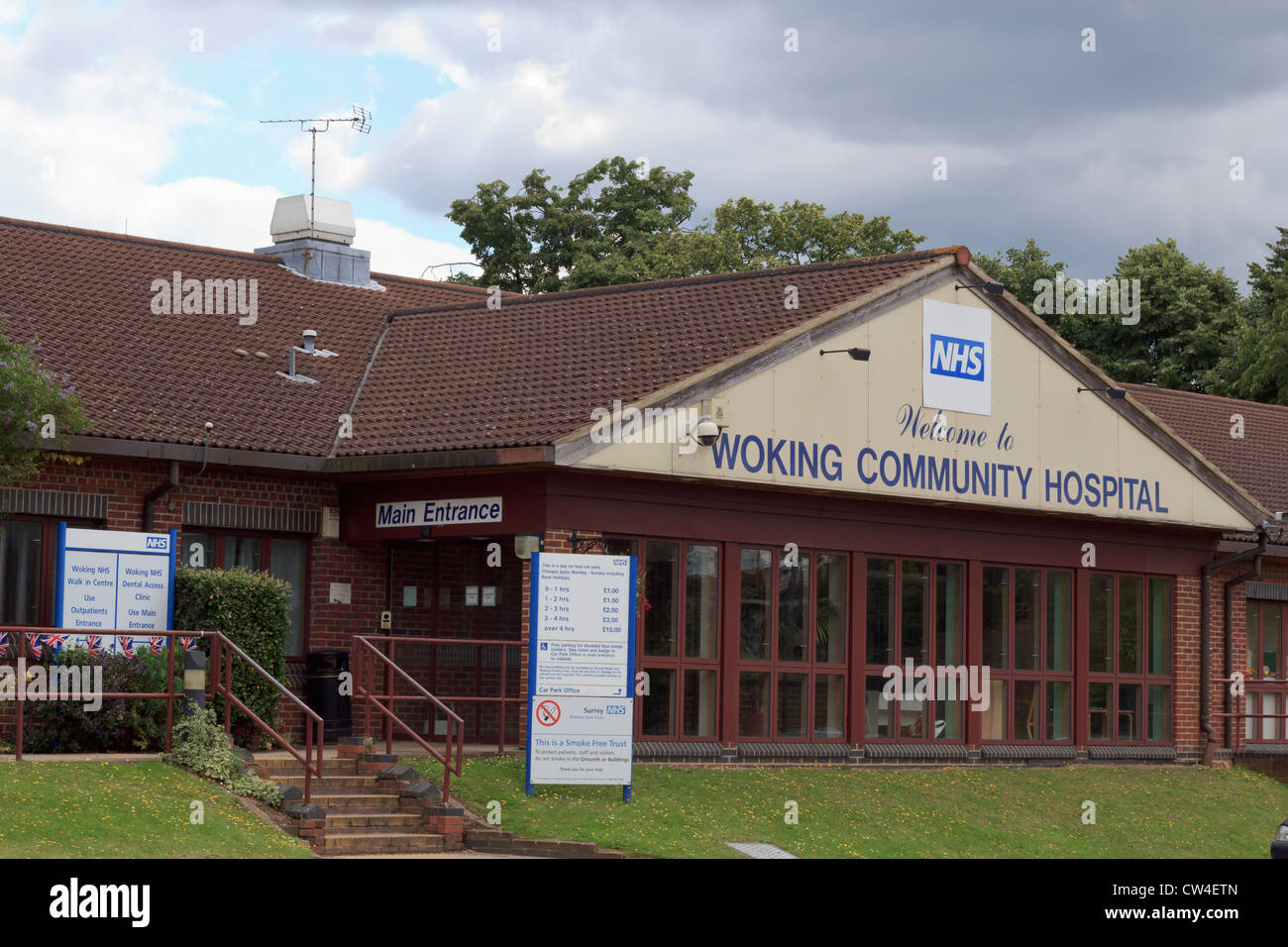 NHS Woking Community Hospital main entrance - Stock Image