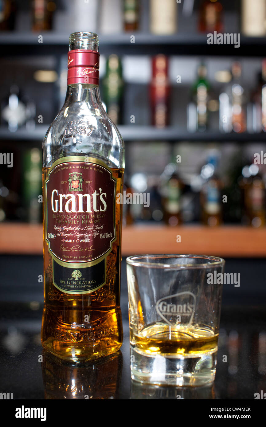 William Grant & Sons, Blended Scotch Whiskey, Grant's Scotch Whiskey bottle and tumbler sat on bar - Stock Image