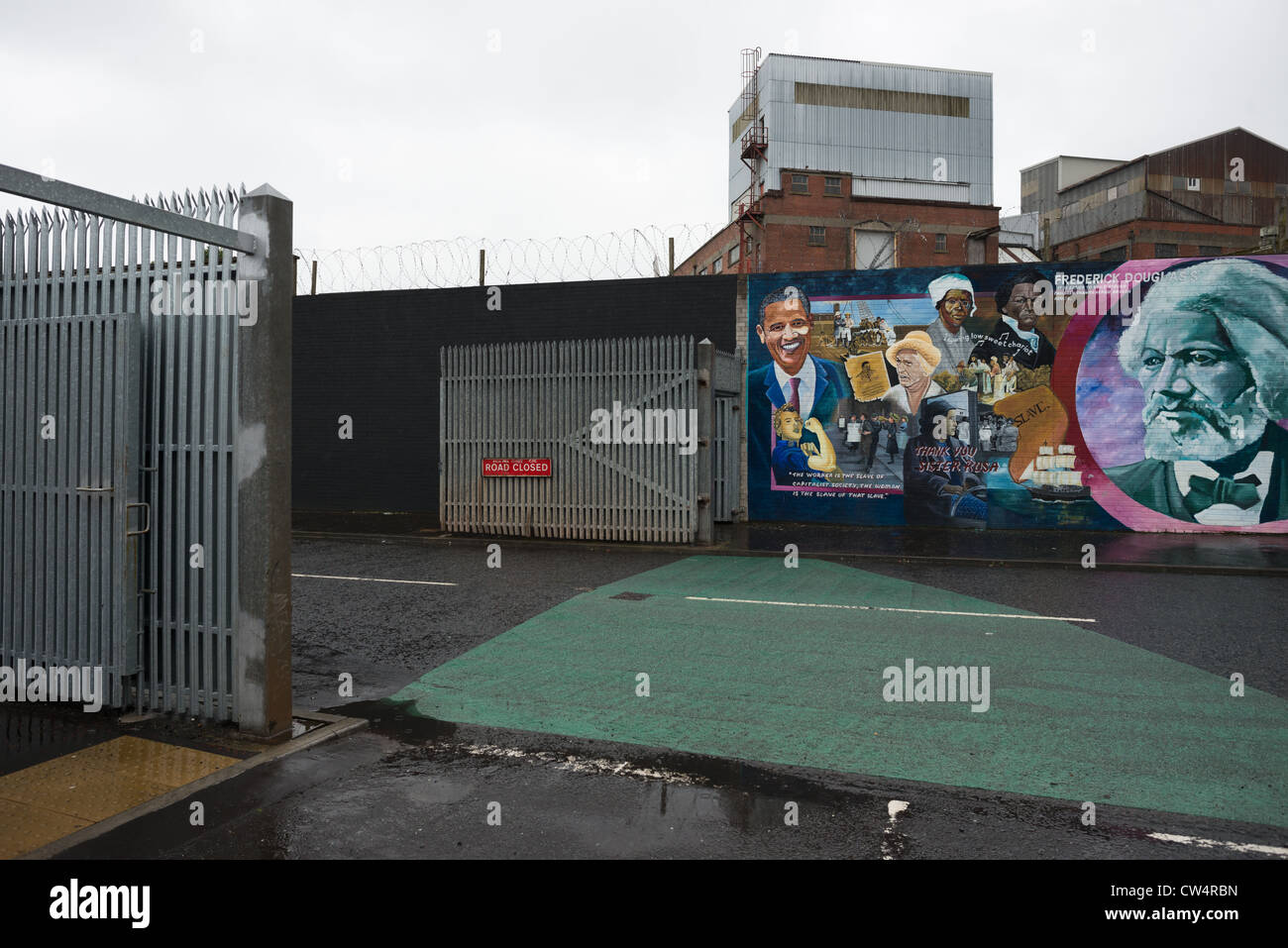 Iron gates separating Catholic and Protestant communities between Falls Road and Shankill Road. Belfast, Republic - Stock Image