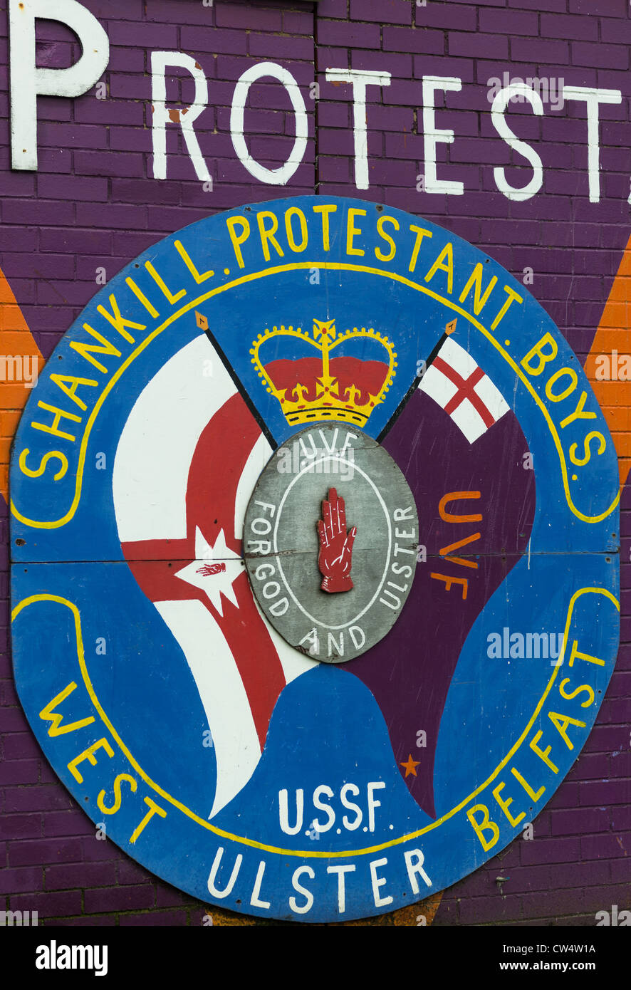 An Ulster Volunteer Force (UVF) emblem (loyalist paramilitary group) on Shankill road, Belfast in Northern Ireland. - Stock Image