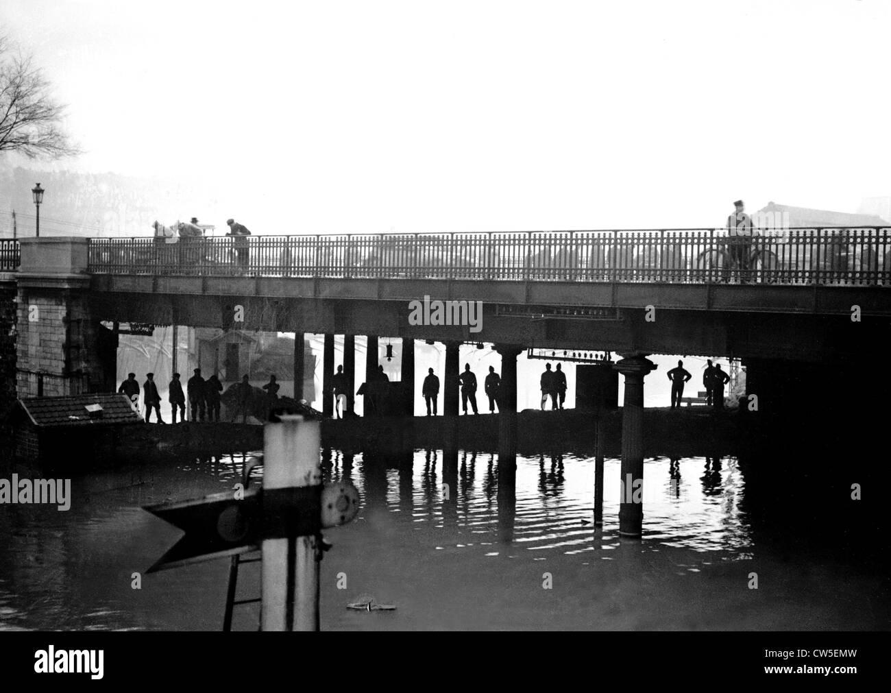 1924, flood in Paris. Champ de Mars station flooded - Stock Image