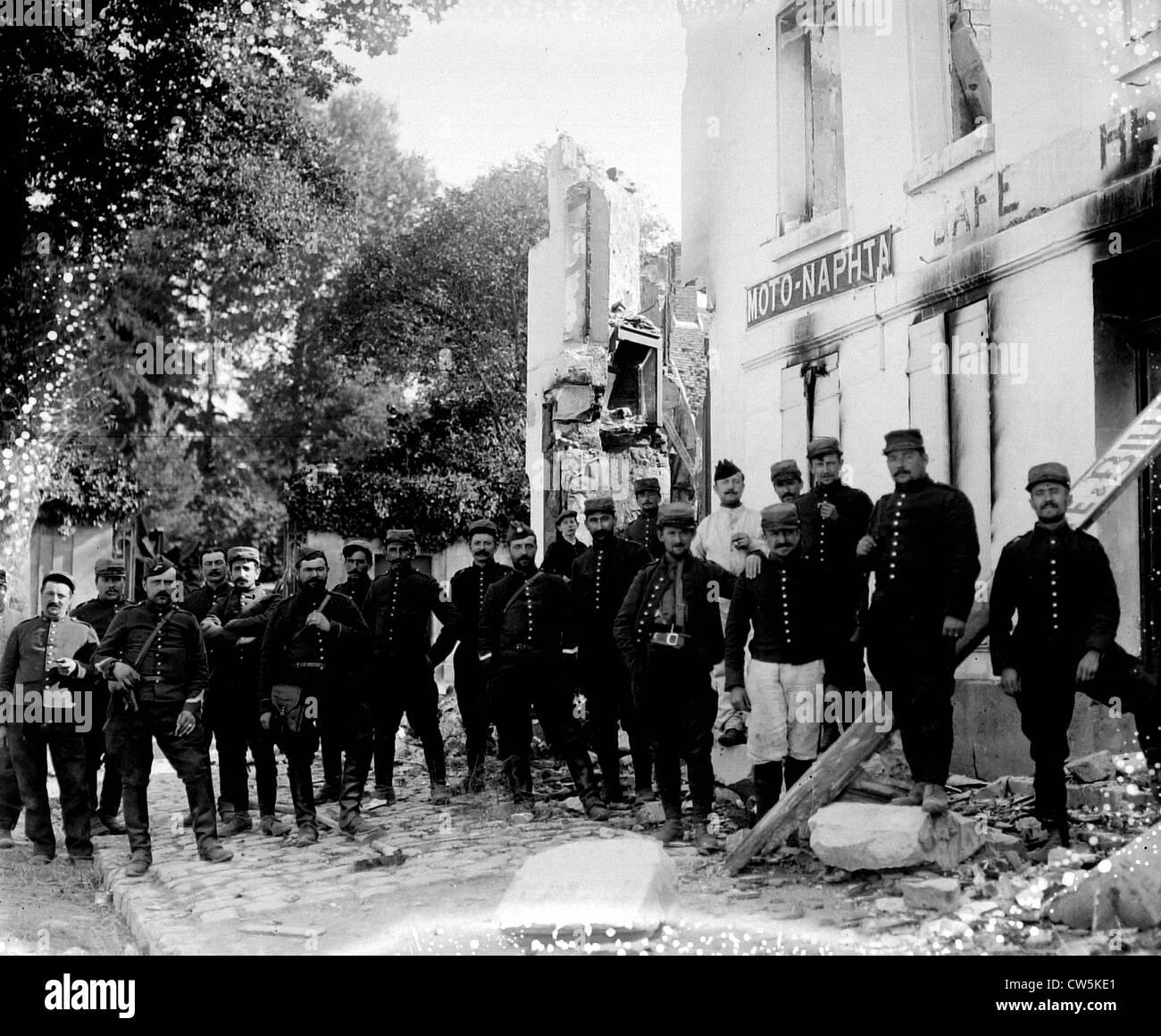 Choisy au Bac occupied by French artillerymen, 1914 - Stock Image