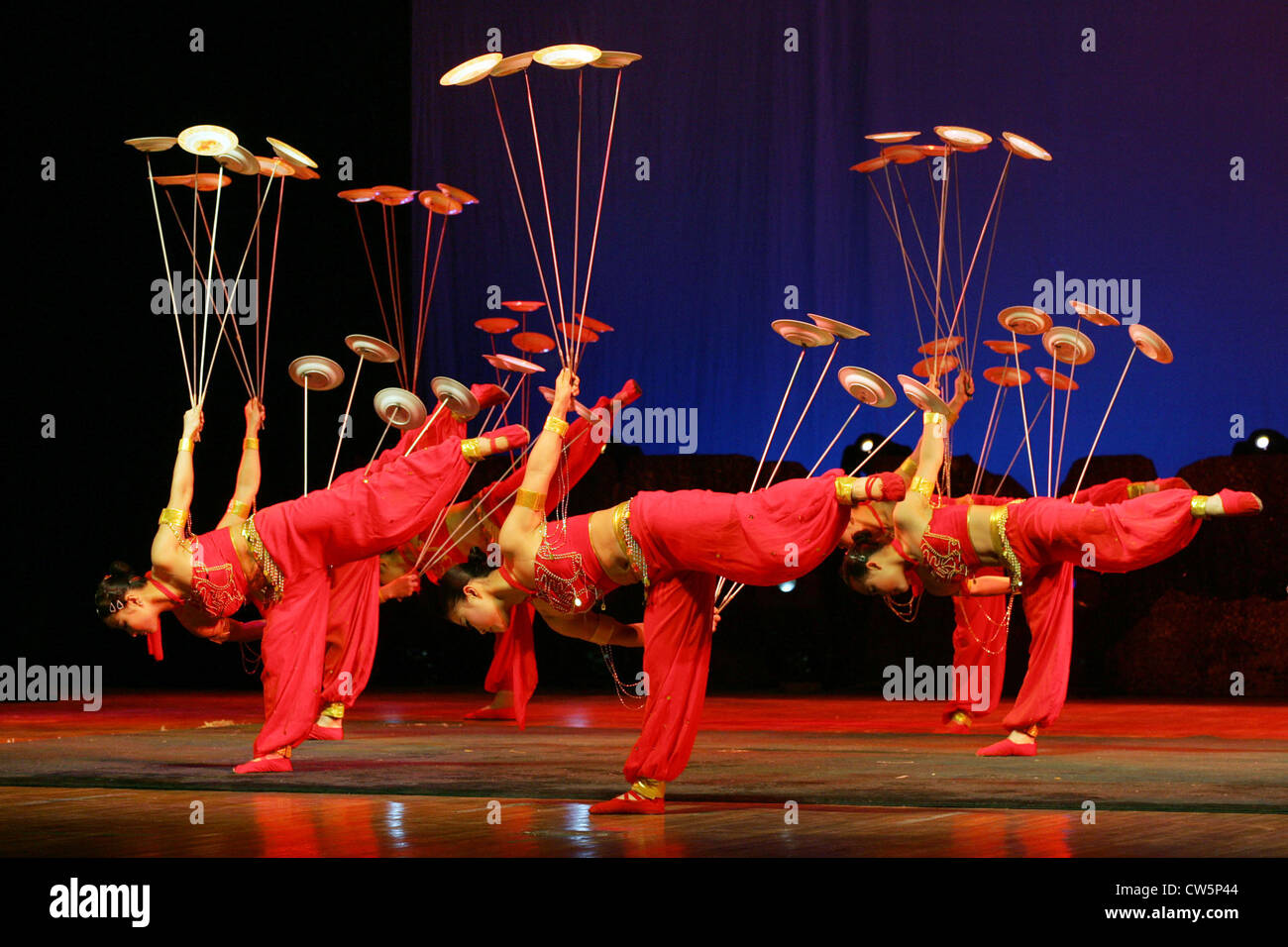 Beijing, Artistes juggling with plates - Stock Image