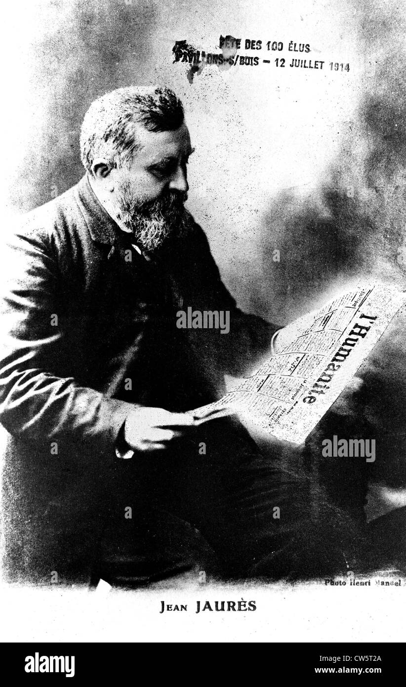 Jean Jaurès reading the French newspaper 'L'Humanité' - Stock Image
