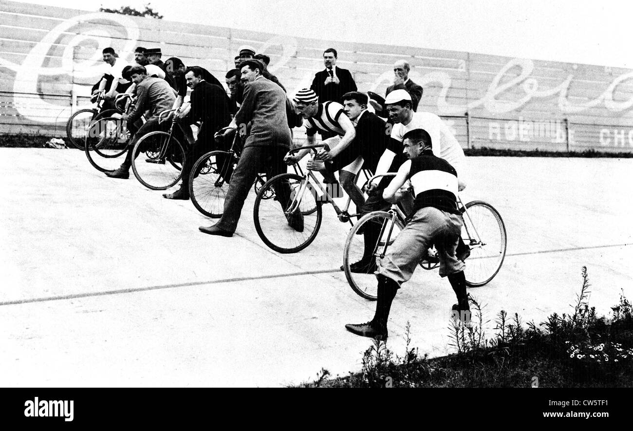 Paris  Starting point of the 100 mile race at the bike track in the